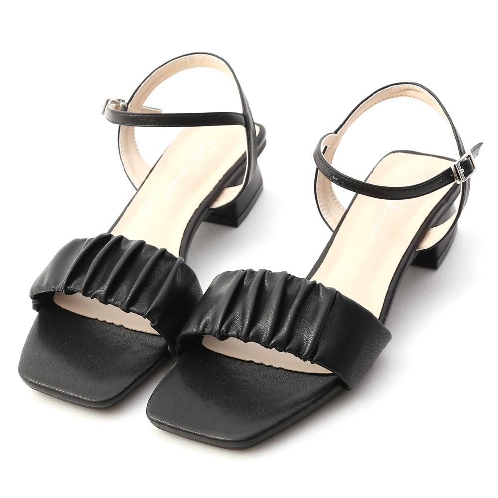 QQ棉花糖.雲朵抓皺低跟涼鞋 時尚黑