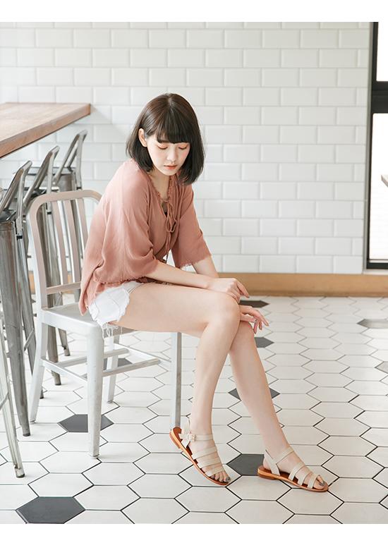 自信百搭.簡約三條帶平底涼鞋 百搭米杏