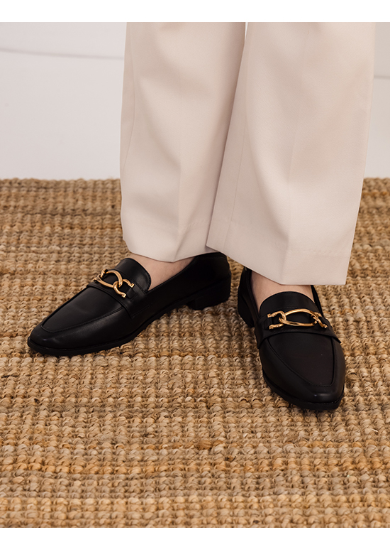摩登復古.金屬環釦微尖頭樂福鞋 時尚黑