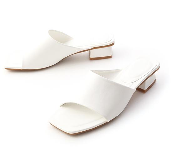 愜意寬版.斜切設計方頭低跟拖鞋 ホワイト
