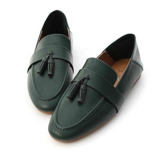 日常焦點.麥穗流蘇可後踩樂福鞋 復古綠