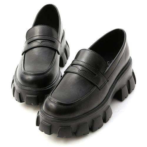 型人搭配.輕量鋸齒底樂福鞋