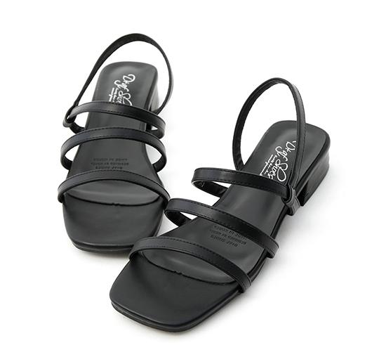 街拍話題.三條帶方頭低跟涼鞋 時尚黑