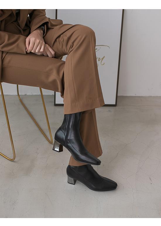 引領潮流.素面小方頭金屬跟襪靴 時尚黑