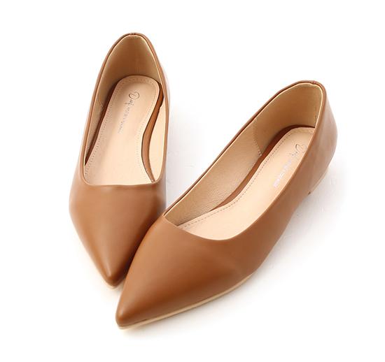 典雅氛圍.韓風素面低跟尖頭鞋 焦糖棕