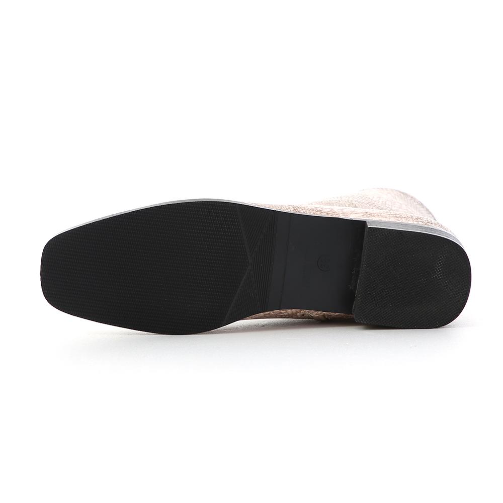 極簡印象.素面小方頭平底短靴 個性蛇紋