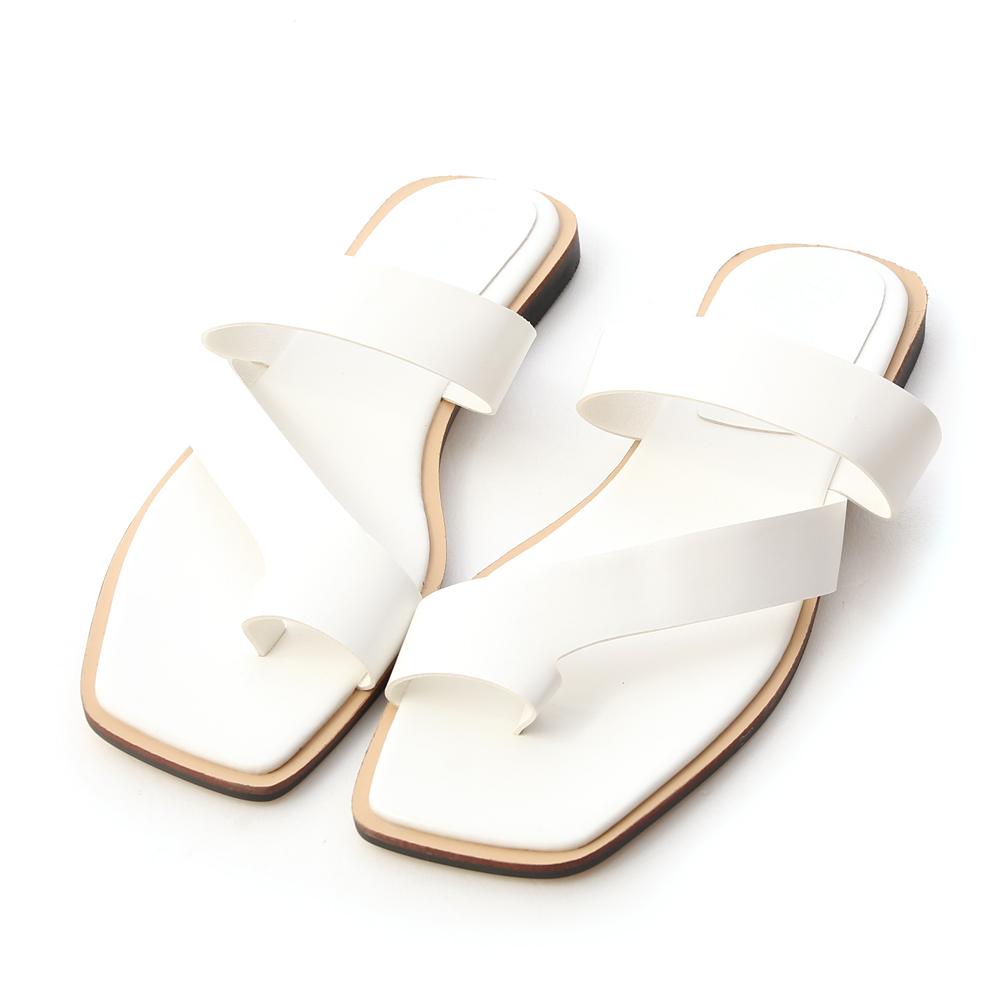 獨創質感.斜帶套指方頭平底涼鞋 人氣白