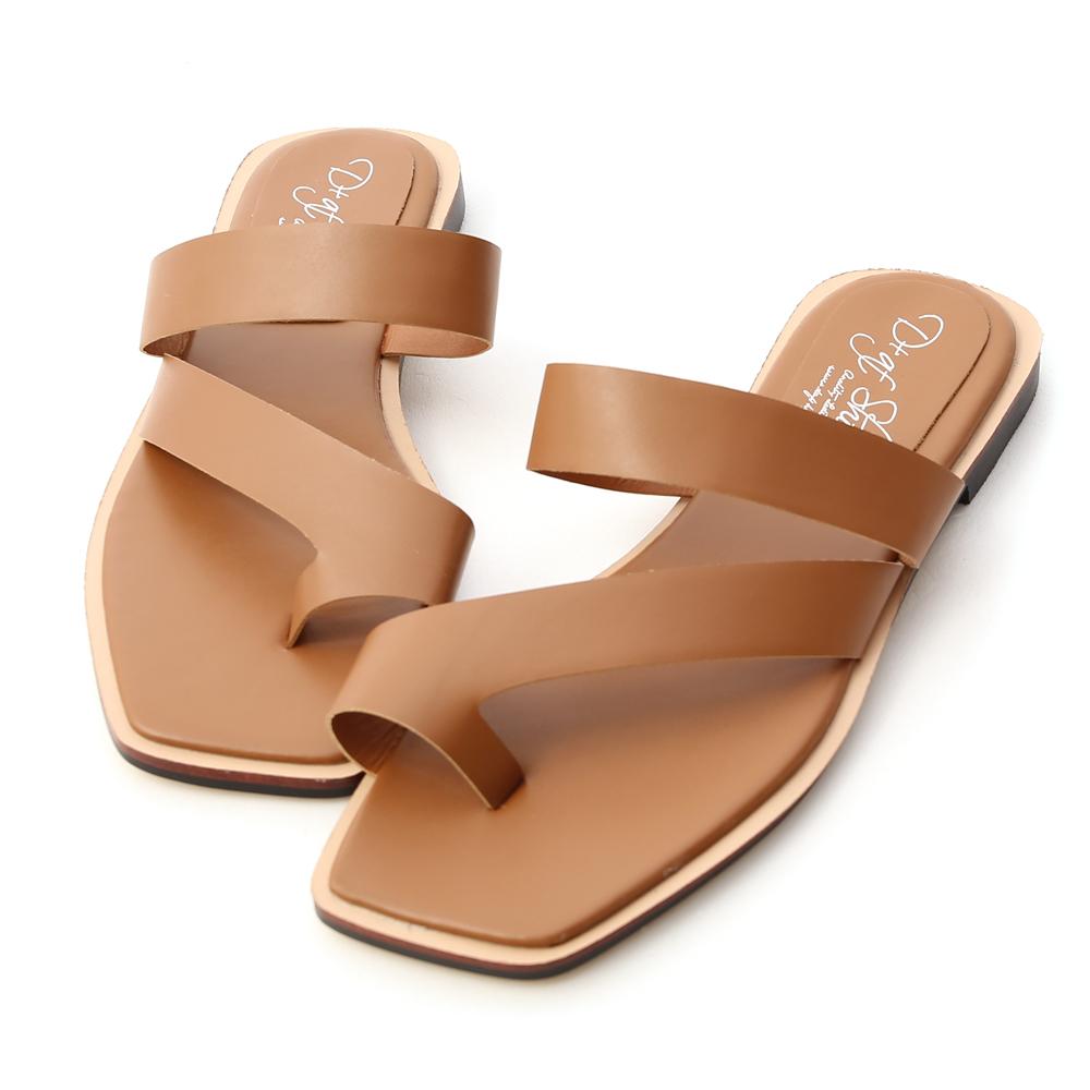 獨創質感.斜帶套指方頭平底涼鞋 焦糖棕