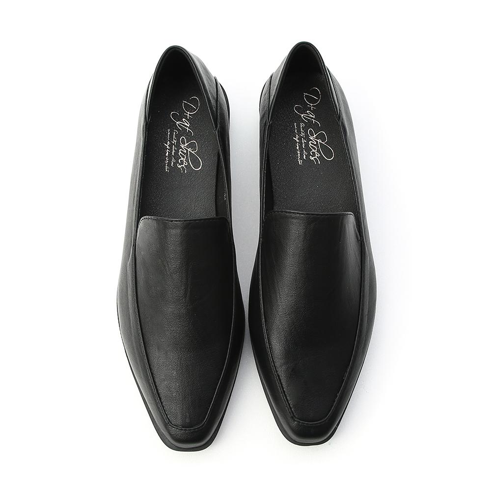 簡約宣言.素面剪裁低跟樂福鞋 時尚黑