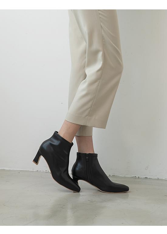 Plain Horseshoe Heel Boots Black