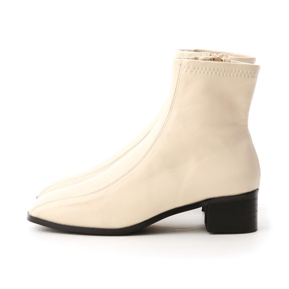 獨特宣言.雙摺線設計低跟襪靴 香草米白