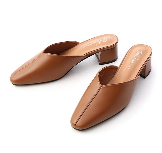 秋氛印象.V口剪裁中跟穆勒鞋 焦糖棕