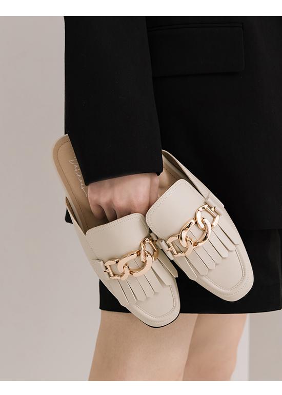 時髦專屬.金屬環釦流蘇穆勒鞋 香草米白