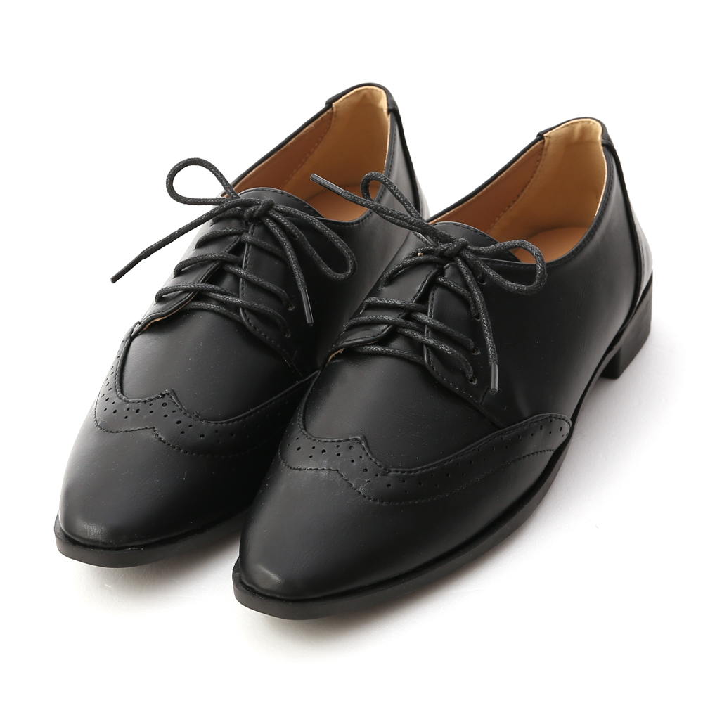 Pointed Toe Lace-Up Carved Oxfords Black