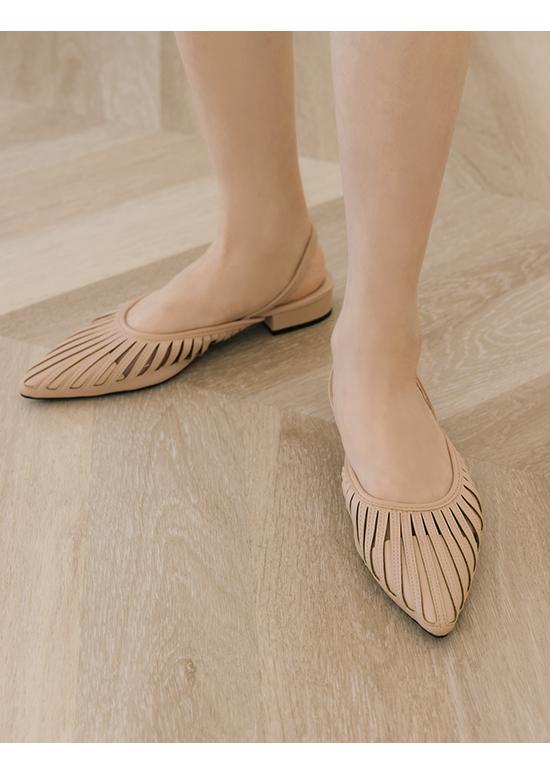 人見人愛.花形鏤空尖頭後空鞋 裸膚粉