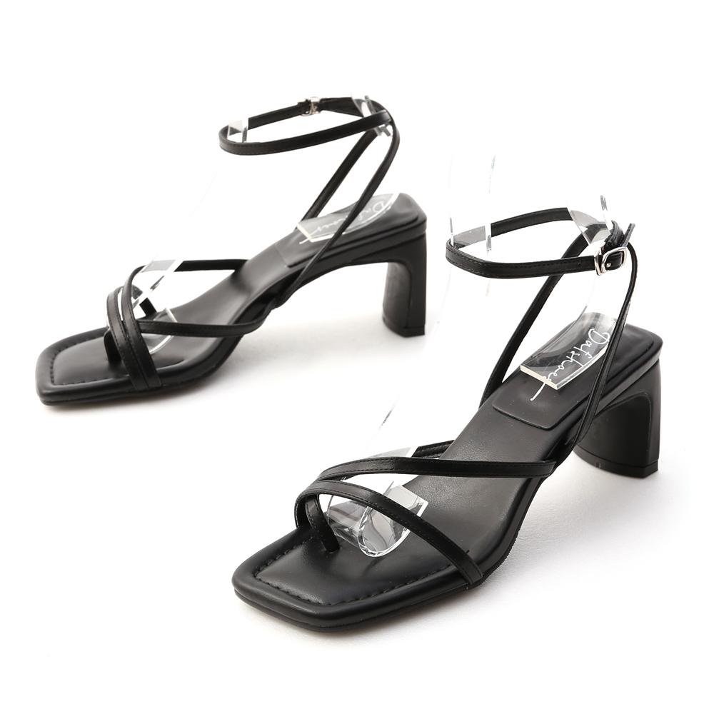 心動頻率.交叉細帶套指扁跟涼鞋 時尚黑