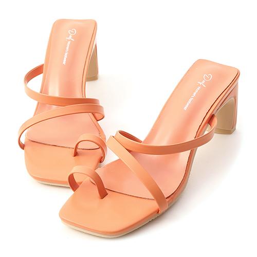 陽光季節.套指斜帶扁跟高跟涼鞋