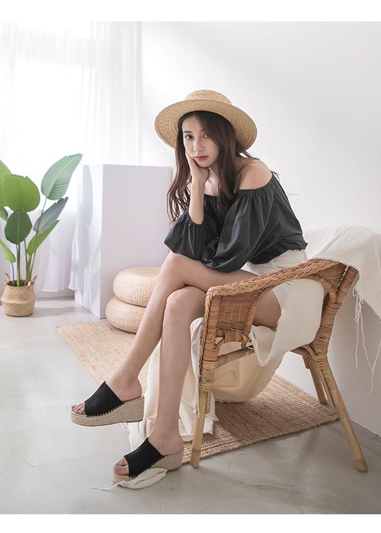 仲夏魅力.一字寬版草編楔型拖鞋 時尚黑