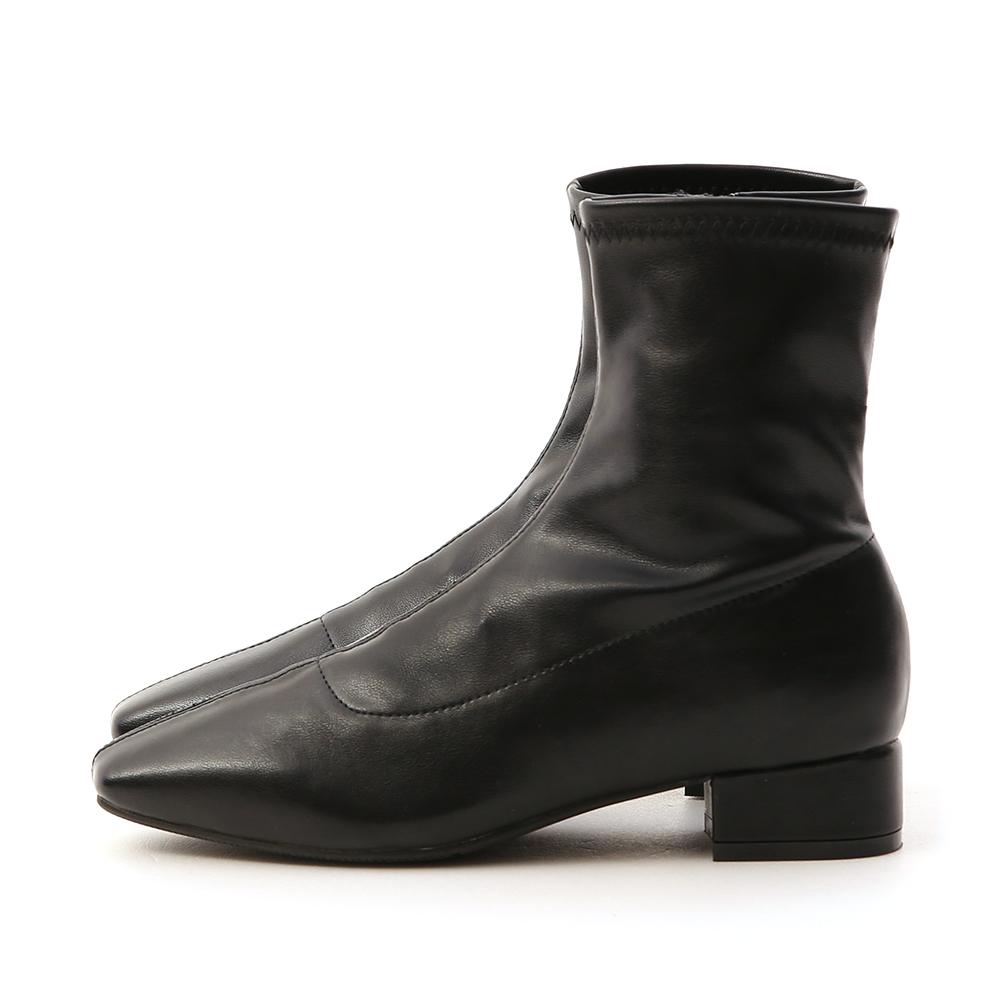 人氣指標.素面車線方頭低跟襪靴 時尚黑