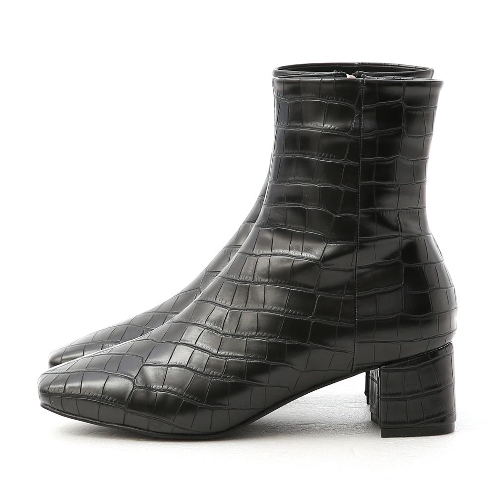 明星焦點.質感壓紋方頭中跟短靴 時尚黑