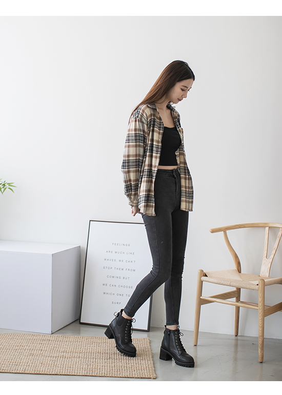 Chunky Heel Lace-up Boots Black