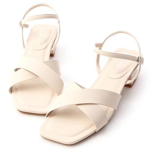 優雅俐落.寬版交叉方頭低跟涼鞋