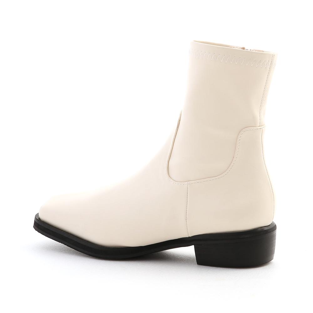 極度顯瘦.素面剪裁方頭低跟襪靴 百搭米白