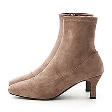 D+AF 時尚話題.素面絨料合腿中跟襪靴