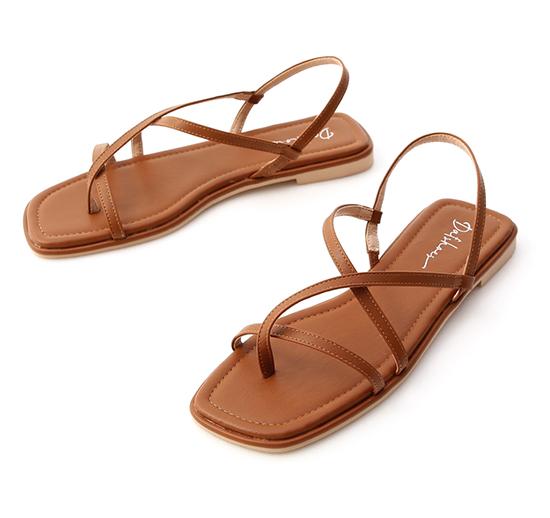 涼涼夏天.一字方頭平底夾腳涼鞋 焦糖棕