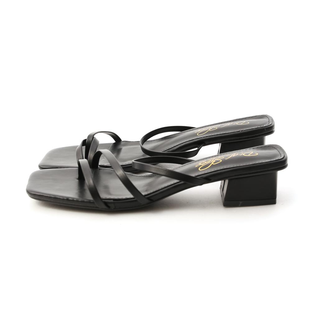 專屬夏日.不對稱設計低跟涼鞋 時尚黑