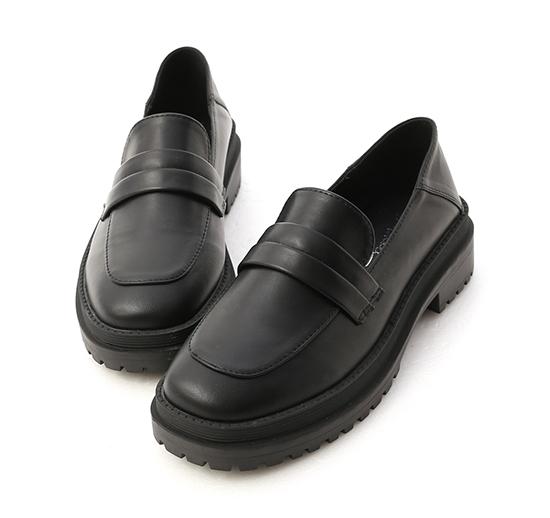 假期旅人.鬆糕底可後踩樂福鞋 時尚黑