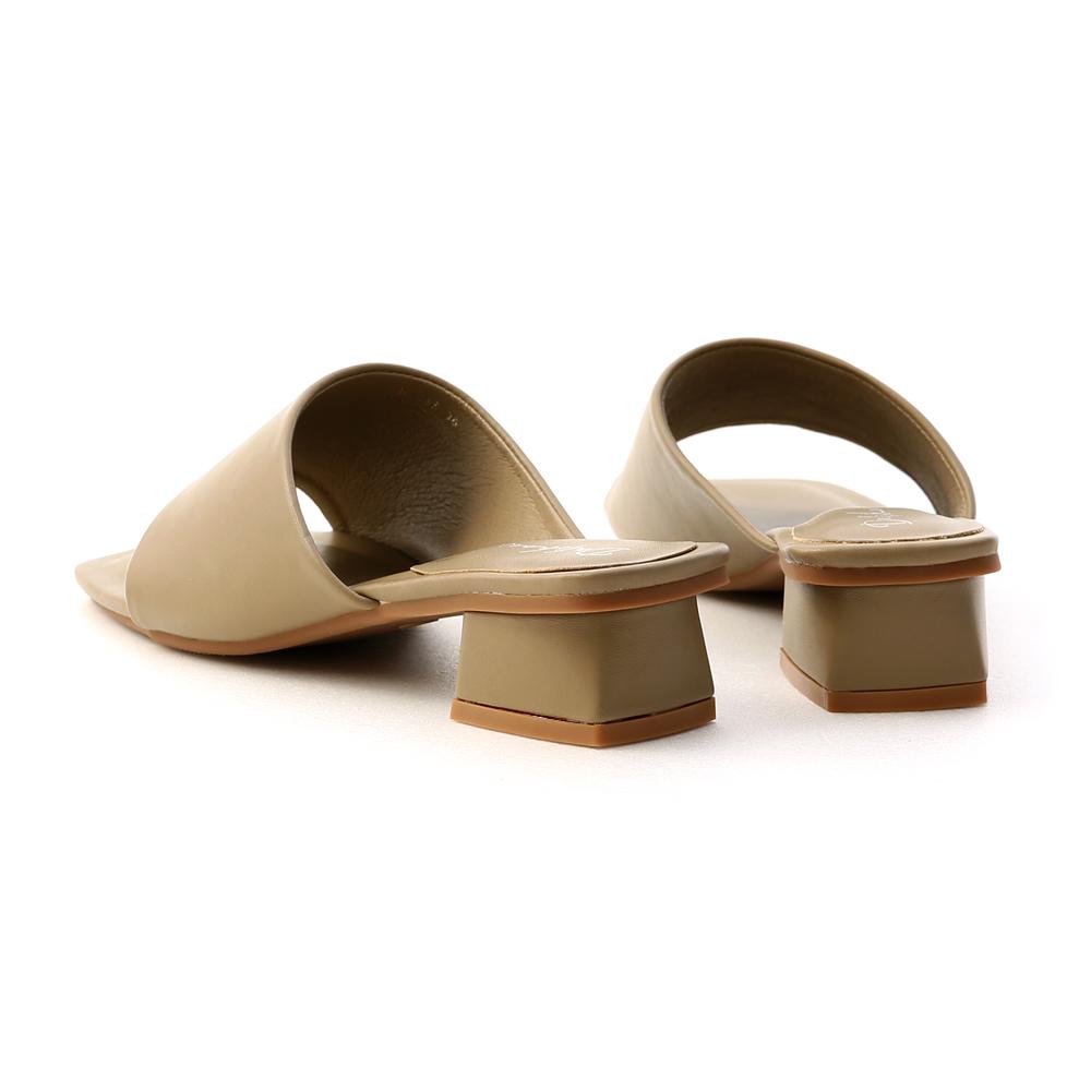愜意寬版.斜切設計方頭低跟拖鞋 橄欖綠