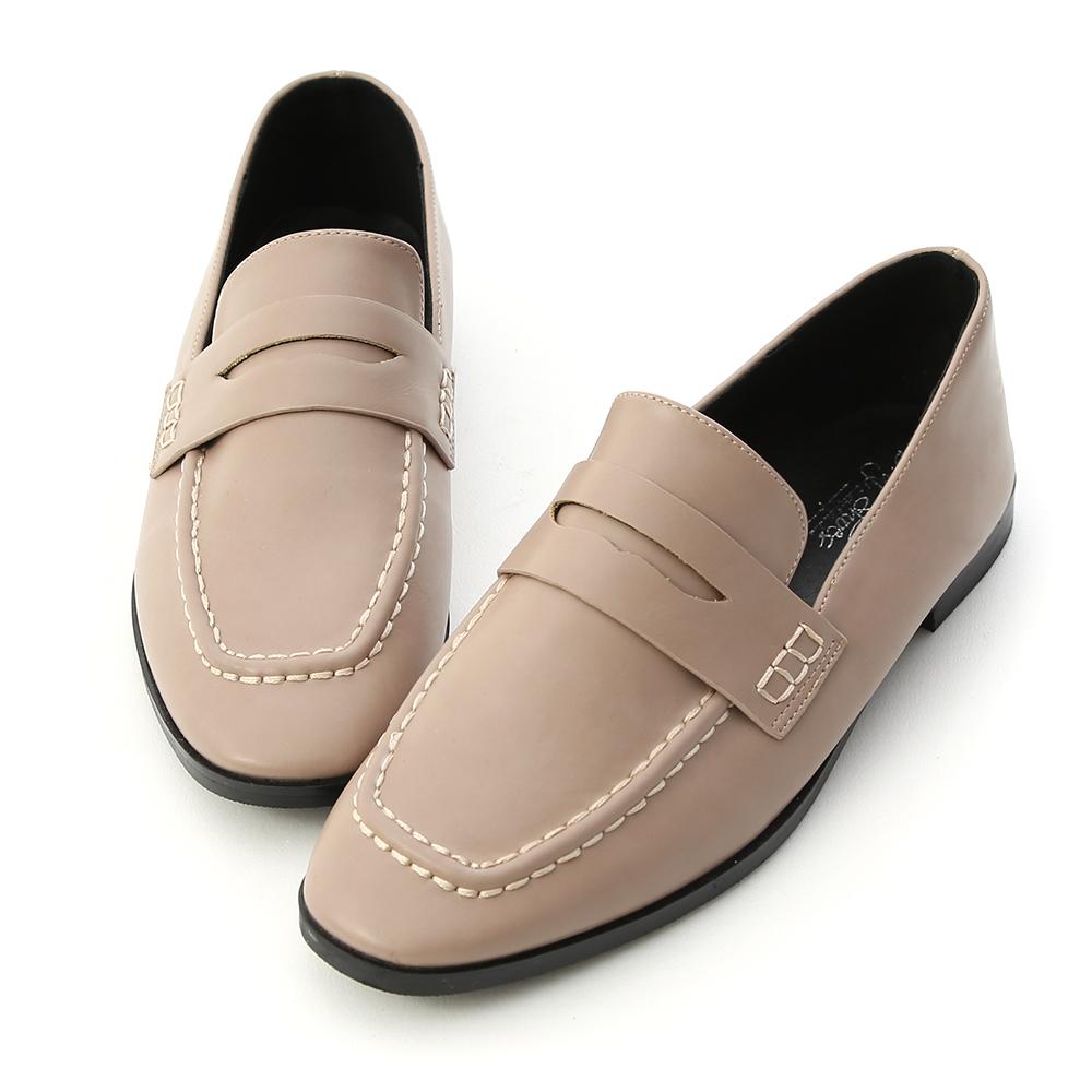 D+AF 率性步調.經典款方頭平底樂福鞋