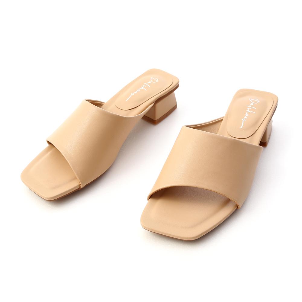 愜意寬版.斜切設計方頭低跟拖鞋 奶茶杏