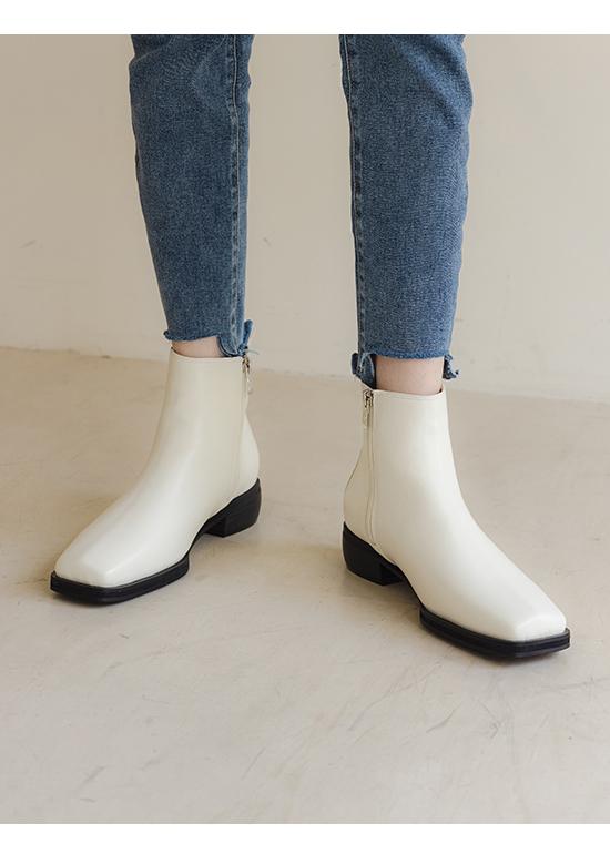 流行聚焦.復古方頭切爾西短靴 百搭米