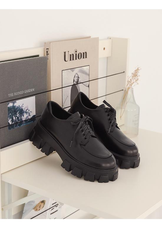 視覺焦點.輕量鋸齒底綁帶牛津鞋 時尚黑