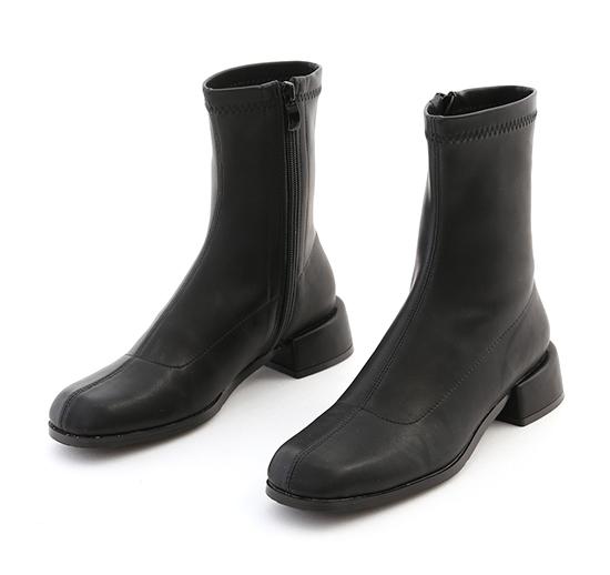 夢想世代.素面圓方頭積木跟襪靴 時尚黑