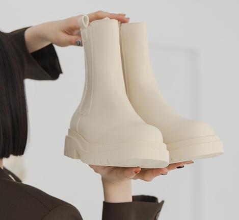 加厚鞋底切爾西短靴 白色