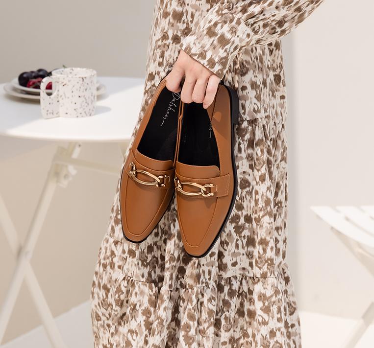 金屬環釦微尖頭樂福鞋