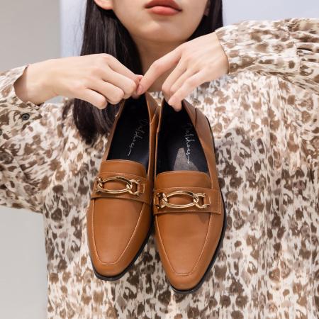 金屬環釦微尖頭樂福鞋 棕色樂福鞋