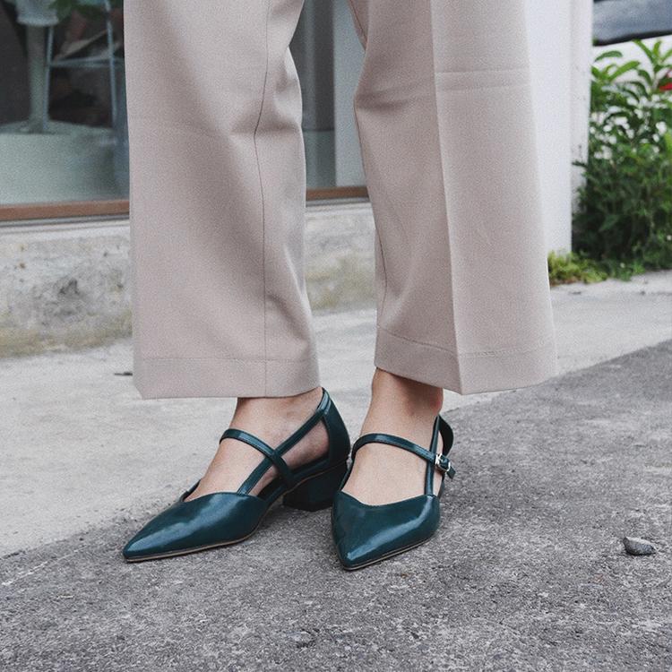 D+AF尖頭V口美形低跟鞋 網美鞋