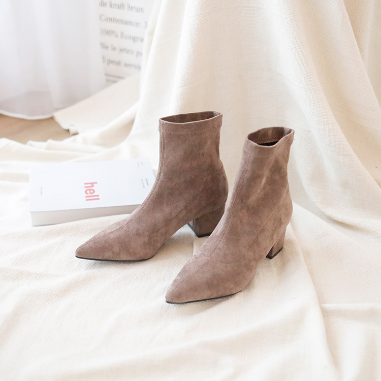 奶茶色 奶茶色穿搭 奶茶色鞋子 短靴女 麂皮靴