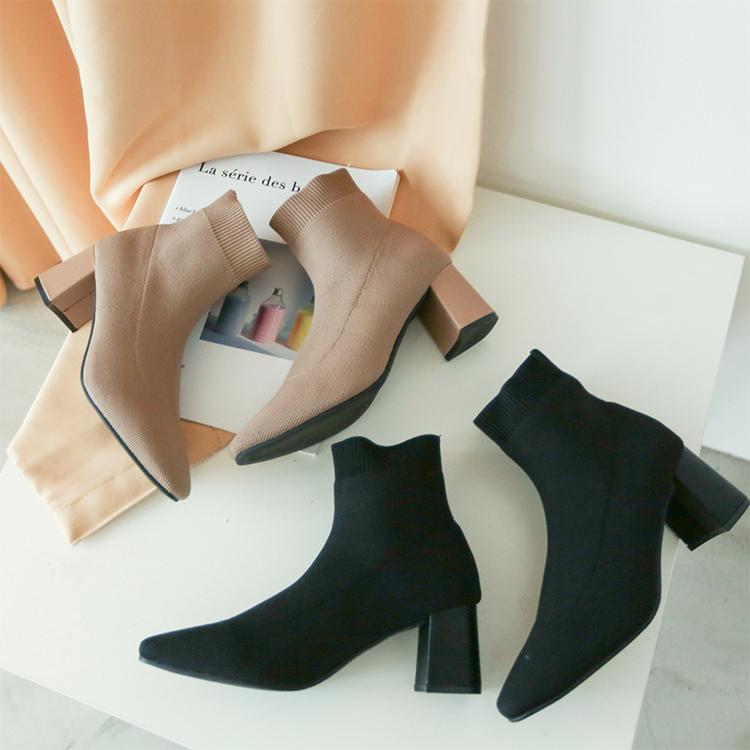 奶茶色 奶茶色穿搭 奶茶靴子 奶茶色鞋子 短靴女