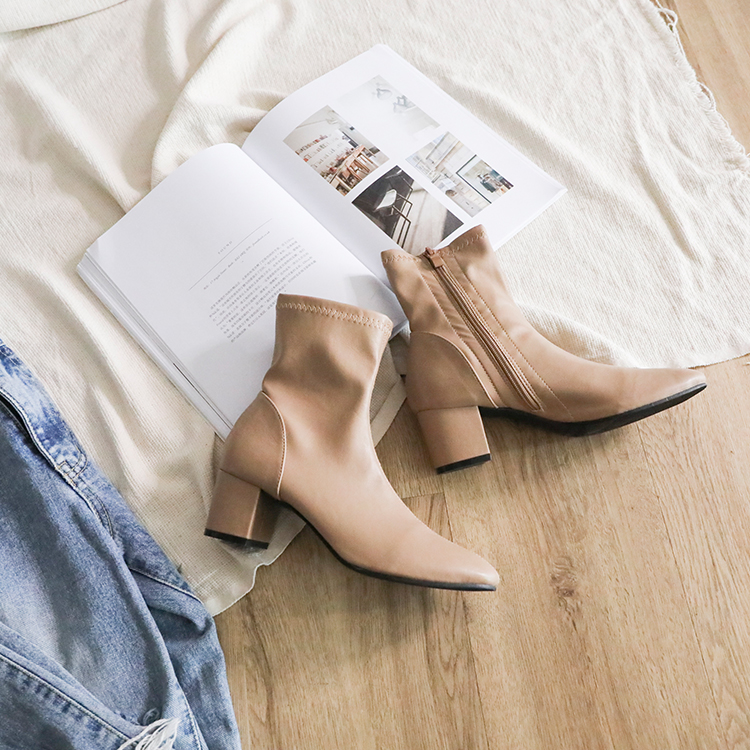 奶茶色 奶茶靴 奶茶色鞋 奶茶色鞋子穿搭 奶茶短靴 奶茶色穿搭 牛仔褲穿搭