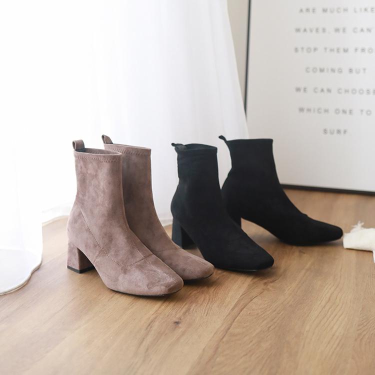 厚片女孩穿搭推薦襪靴