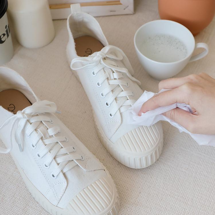 小白鞋洗滌實用教學 使用洗碗精去除油漬髒汙