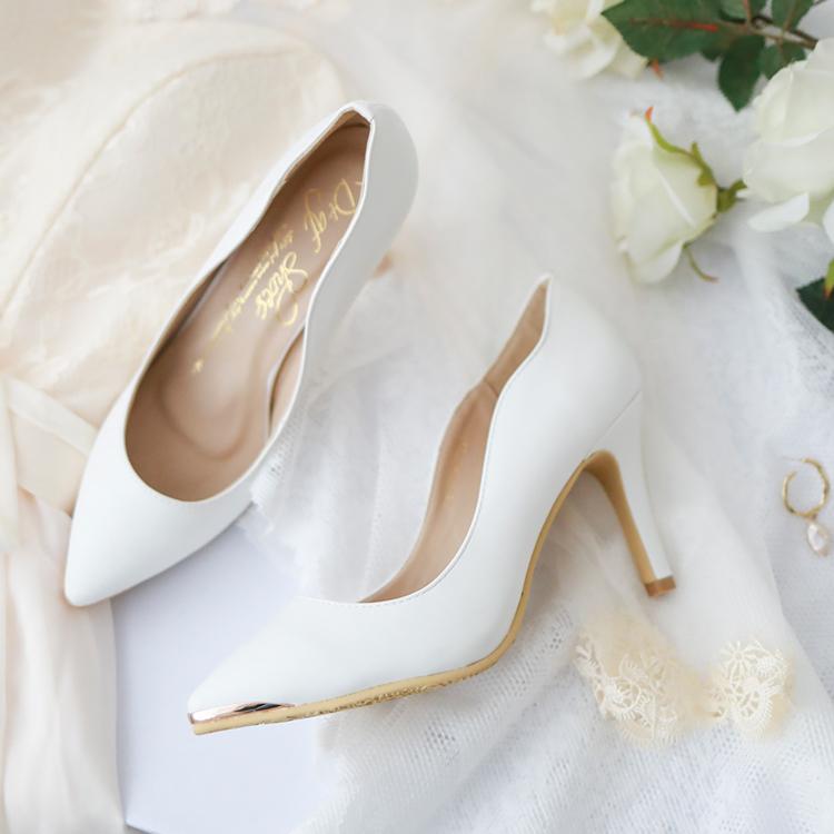 白色高跟鞋金屬鑲片素面尖頭高跟鞋