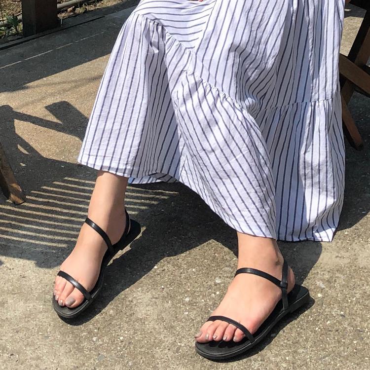 繞踝涼鞋穿搭 線條設計長裙 小編渡假風涼鞋穿搭