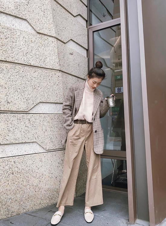 陳華Hua Chen穿搭 金屬扭結方頭穆勒鞋