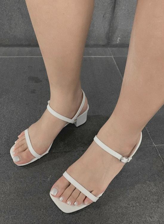 D+AF 大腳女孩涼鞋推薦清單 一字中跟涼鞋